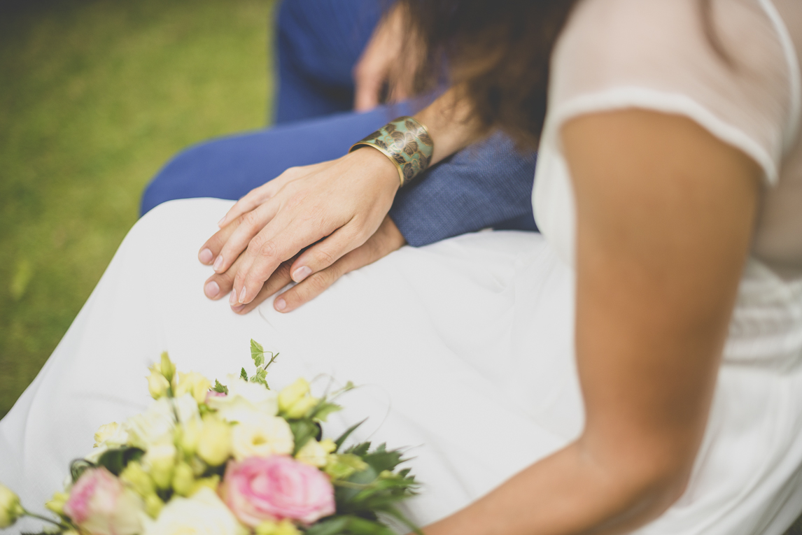 Wedding Photography Brittany - hands of bride and groom during ceremony - Wedding Photographer