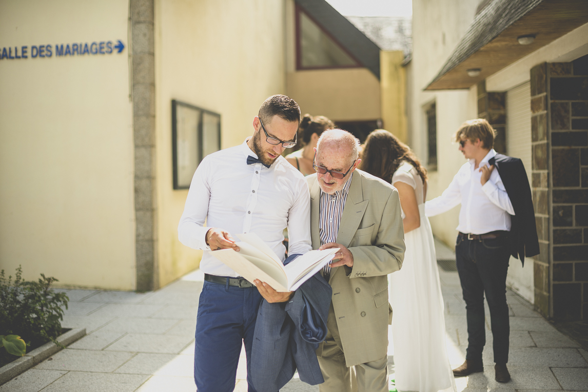 Wedding Photography Brittany - groom and grand-father looking the wedding book - Wedding Photographer