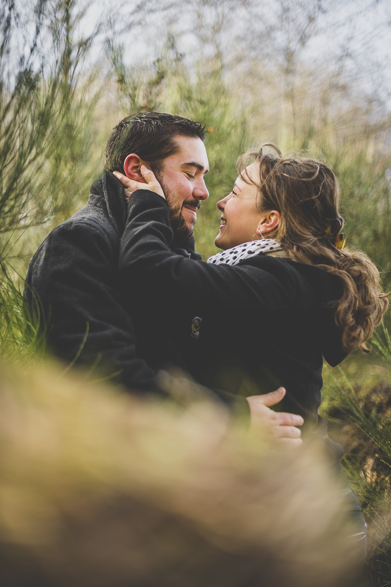 Couple session in the countryside - man and woman hug and look at each other - Couple Photographer