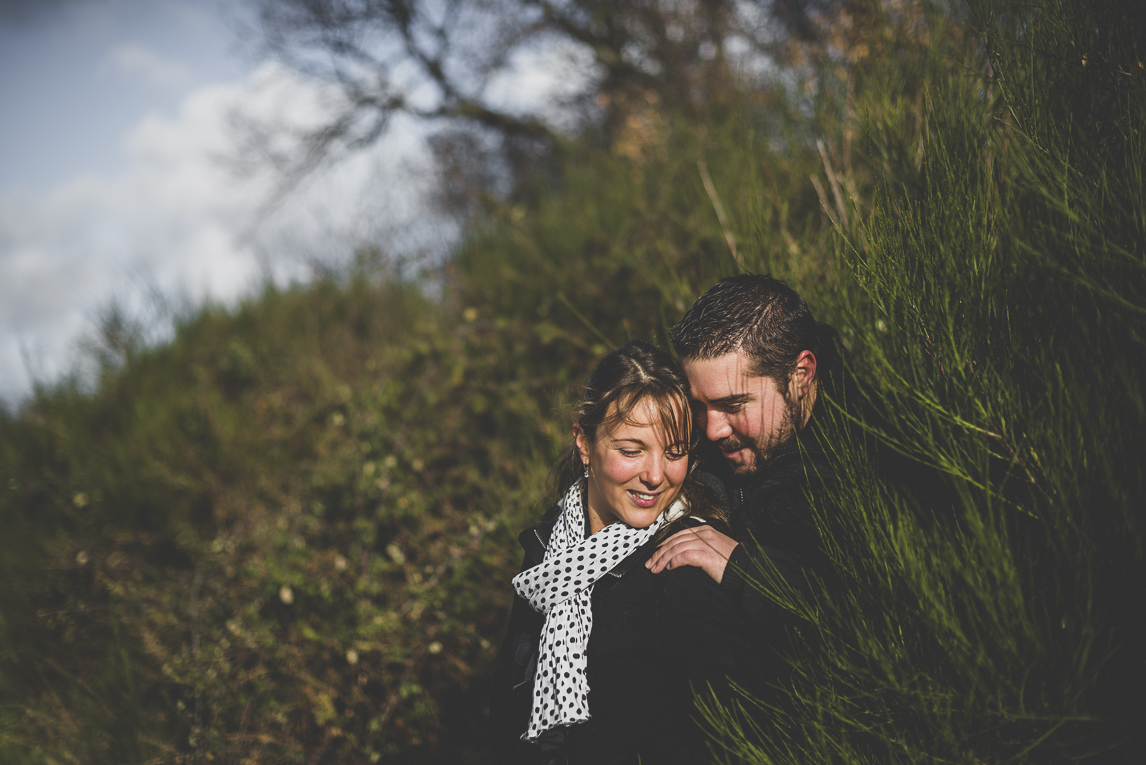 Couple session in the countryside - man and woman whisper - Couple Photographer