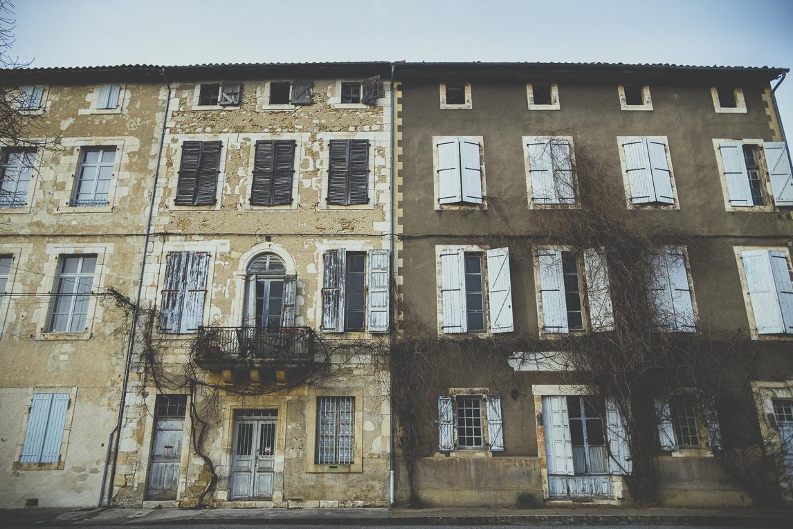 Reportage village Alan - vieux bâtiments - Photographe voyage