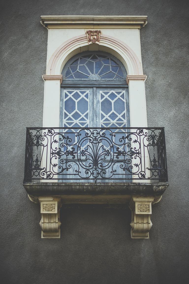 Reportage village Alan - fenêtre et balcon - Photographe voyage