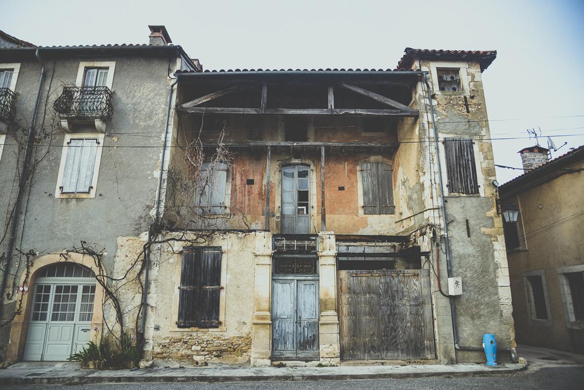 Reportage village Alan - bâtiment abandonné - Photographe voyage