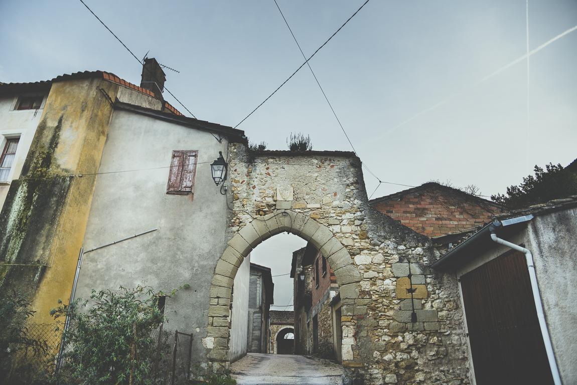 Reportage village Alan - arche en pierre - Photographe voyage