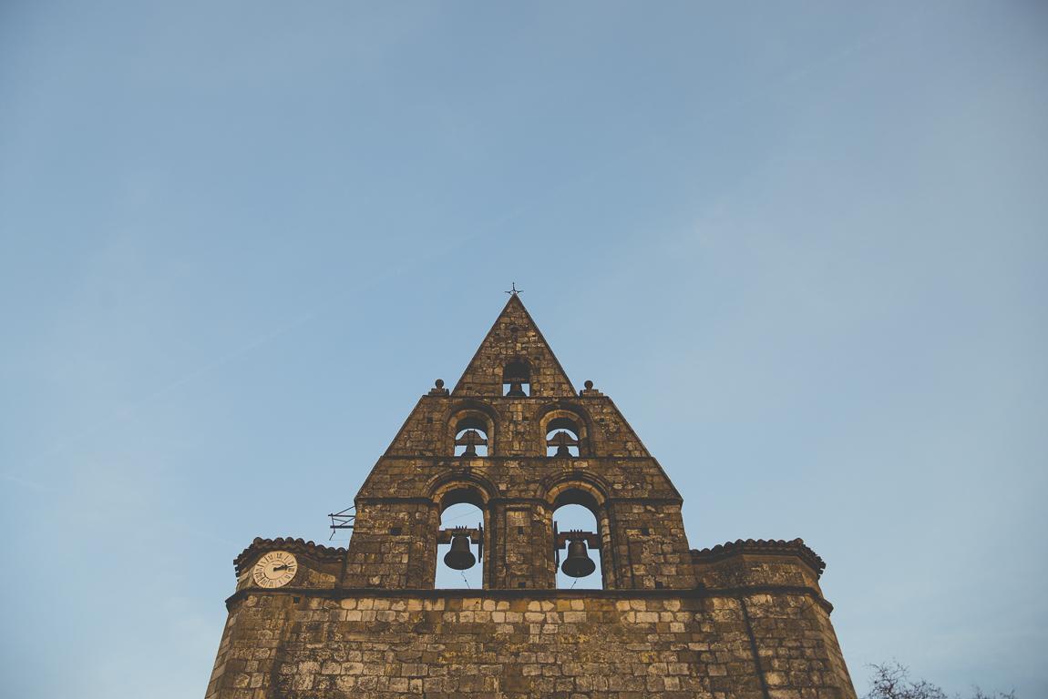 Reportage village Alan - église et clocher mur - Photographe voyage
