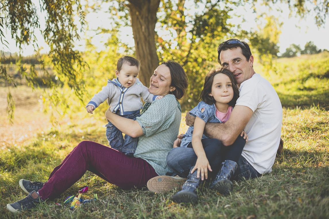 Séance photo en famille Ariège - portrait de famille - Photographe famille
