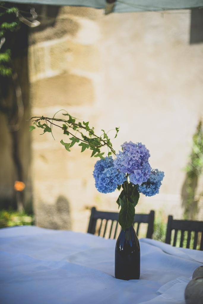 Reportage mariage château Hautes-Pyrénées - bouquet lierre et hortensias - Photographe mariage