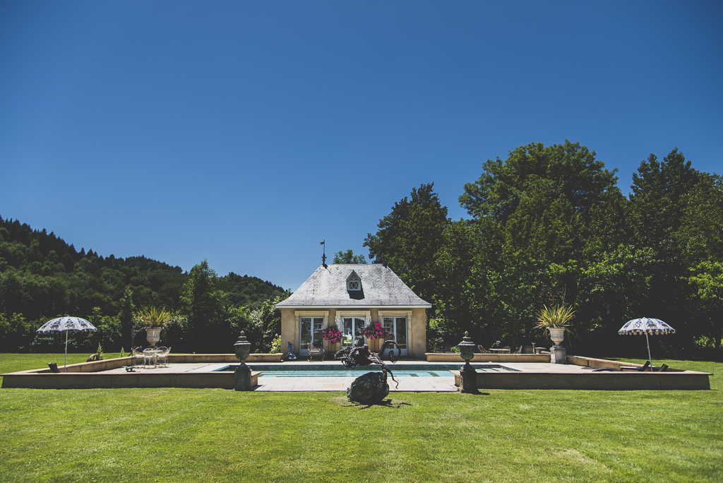 Wedding Photography French château - outdoor pool - Wedding Photographer