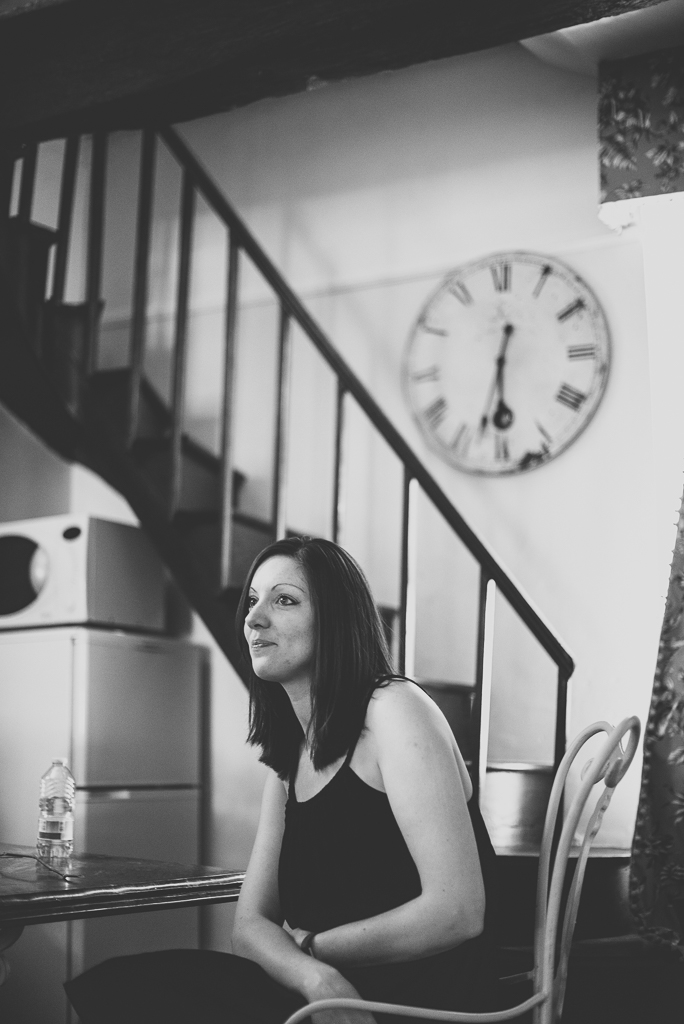 Wedding Photography French château - bridesmaid before ceremony - Wedding Photographer