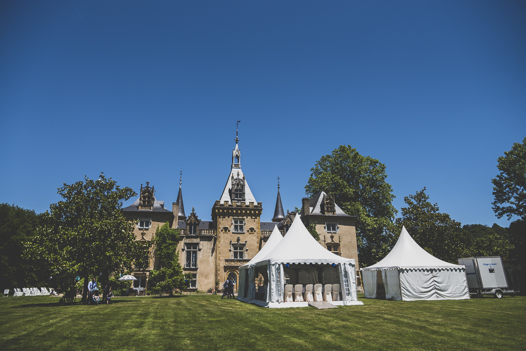 Wedding Photography French château - château and marquee - Wedding Photographer