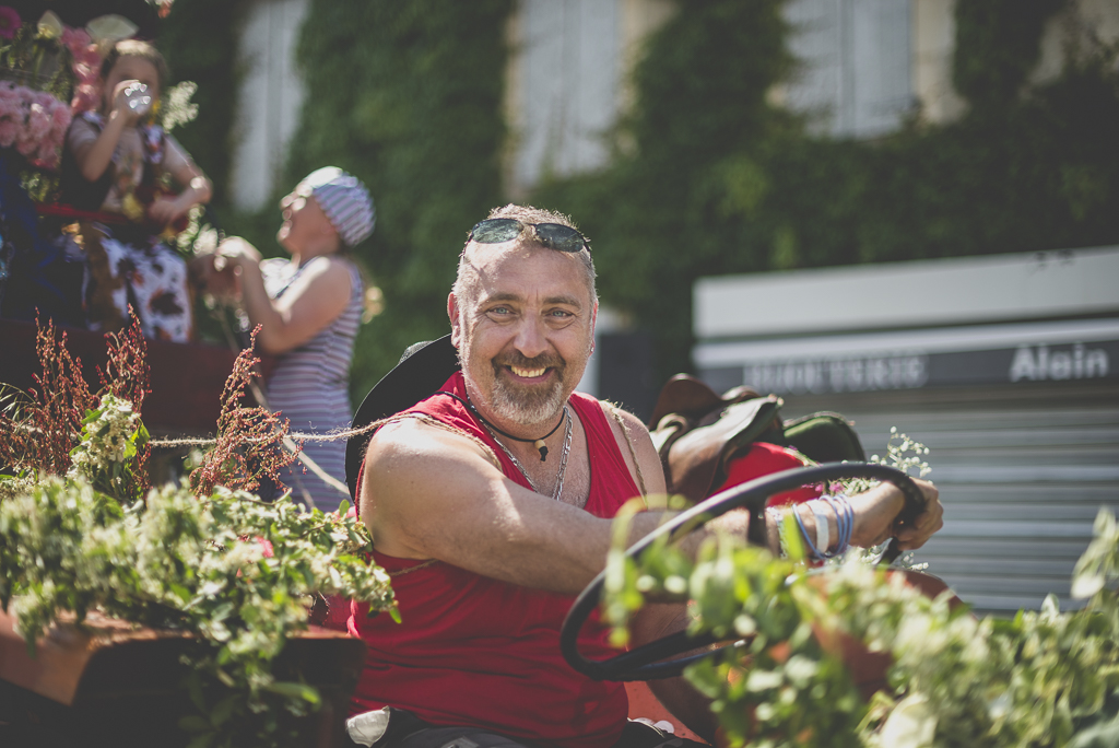 Fete des fleurs Cazeres 2018 - conducteur de char - Photographe Haute-Garonne