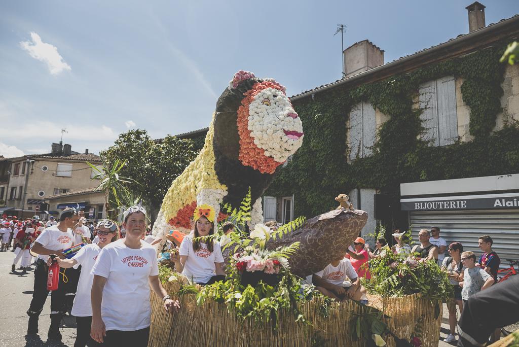 Fete des fleurs Cazeres 2018 - char fleuri lion - Photographe Haute-Garonne