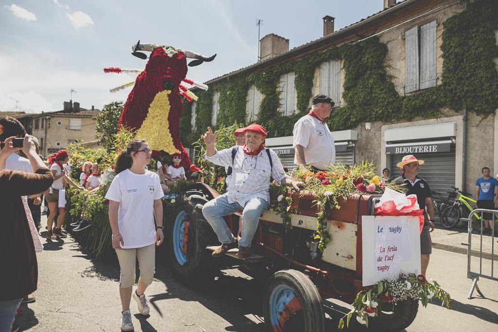 Fete des fleurs Cazeres 2018 - char fleuri taureau - Photographe Haute-Garonne