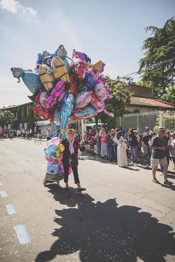 Fete des fleurs Cazeres 2018 - vendeuse de ballons - Photographe Haute-Garonne