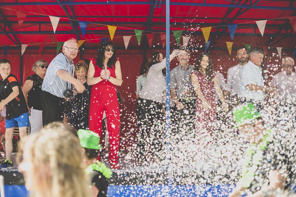 Fete des fleurs Cazeres 2018 - bataille de confettis avec jury - Photographe Haute-Garonne