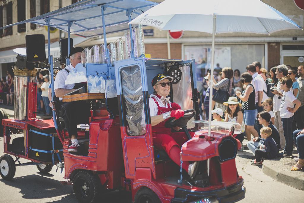 Fete des fleurs Cazeres 2018 - voiture piano - Photographe Haute-Garonne