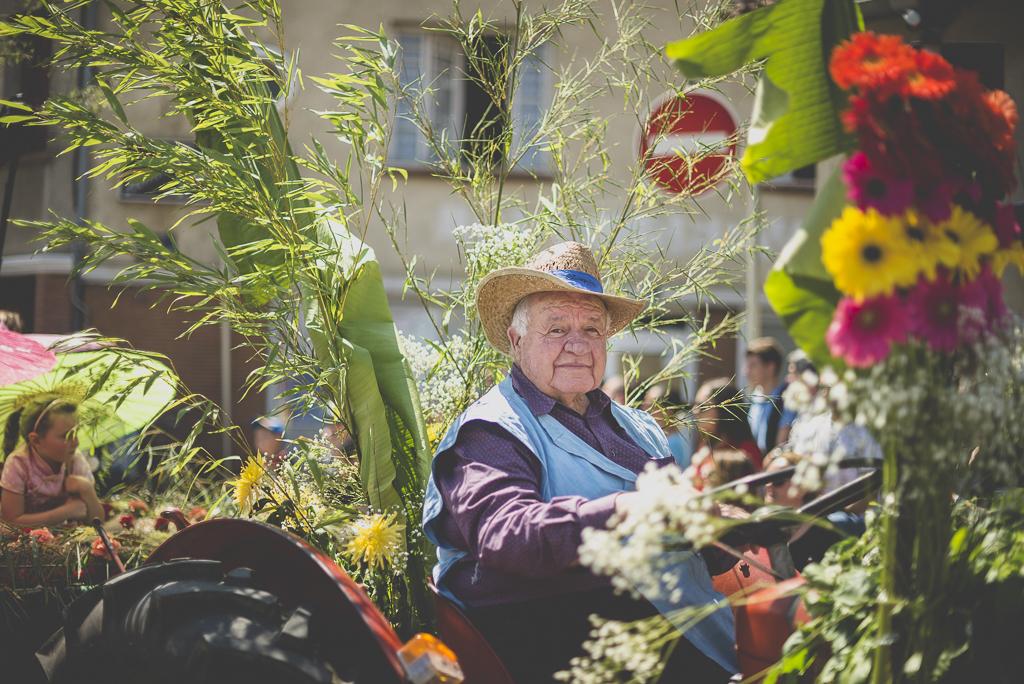 Fete des fleurs Cazeres 2018 - conducteur de char fleuri - Photographe Haute-Garonne