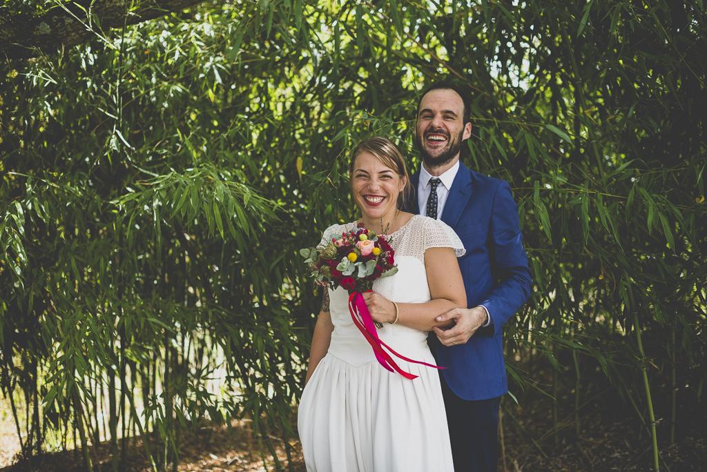Reportage mariage Haute-Garonne - portraits des mariés devan bamboo - Photographe mariage