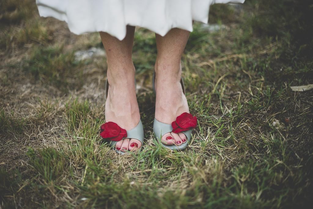 Reportage mariage Haute-Garonne - chaussures de la mariée - Photographe mariage