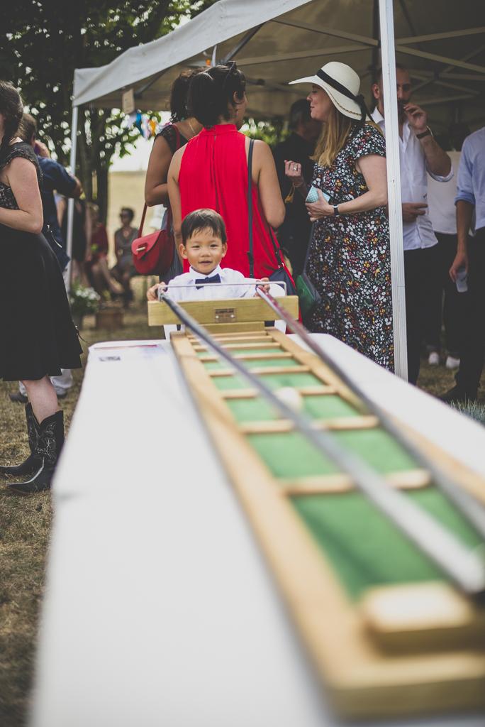 Reportage mariage Haute-Garonne - petit garçon et jeu en bois - Photographe mariage