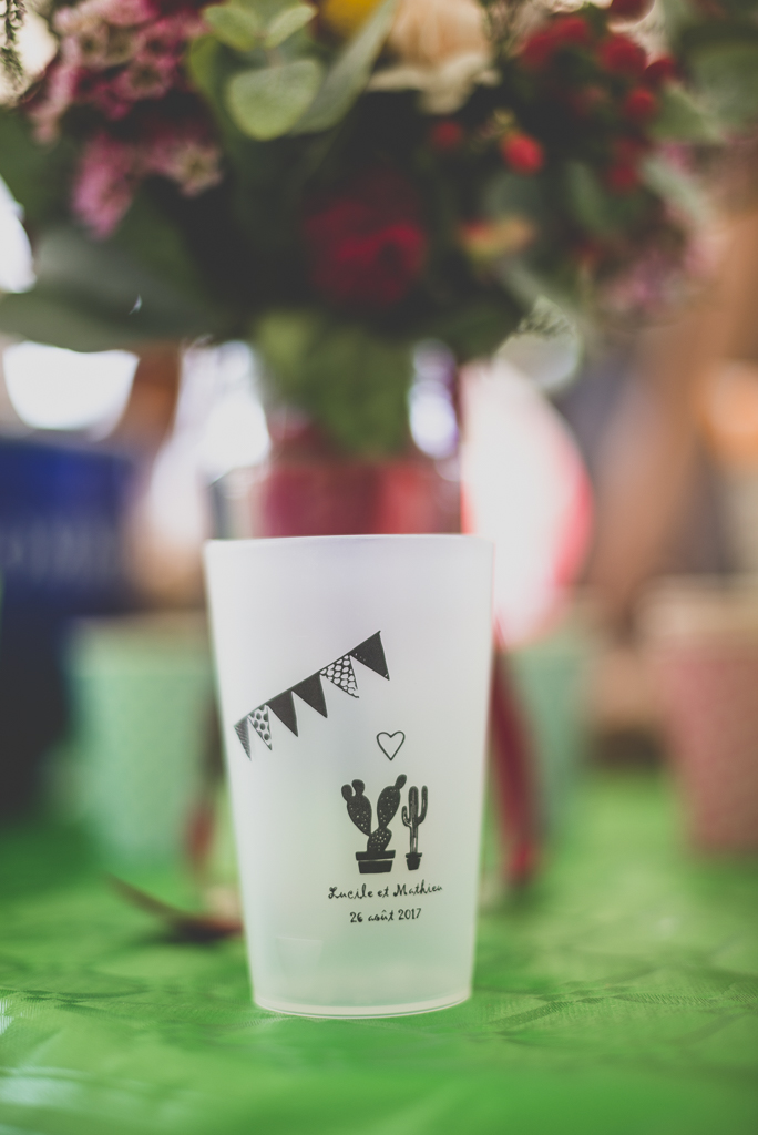 Reportage mariage Haute-Garonne - verre en plastique personnalisé - Photographe mariage