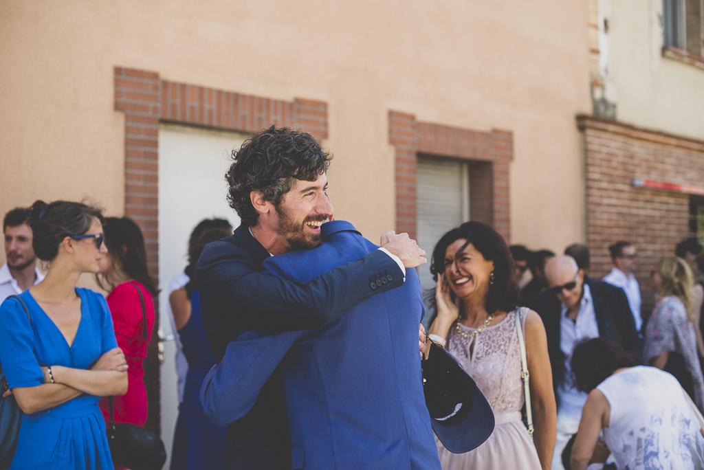 Reportage mariage Haute-Garonne - retrouvailles avec invités - Photographe mariage