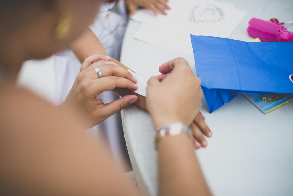 Reportage mariage Haute-Garonne - atelier tatouage - Photographe mariage