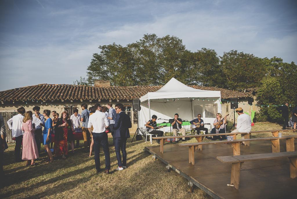Reportage mariage Haute-Garonne - groupe de musique et vin d'honneur - Photographe mariage