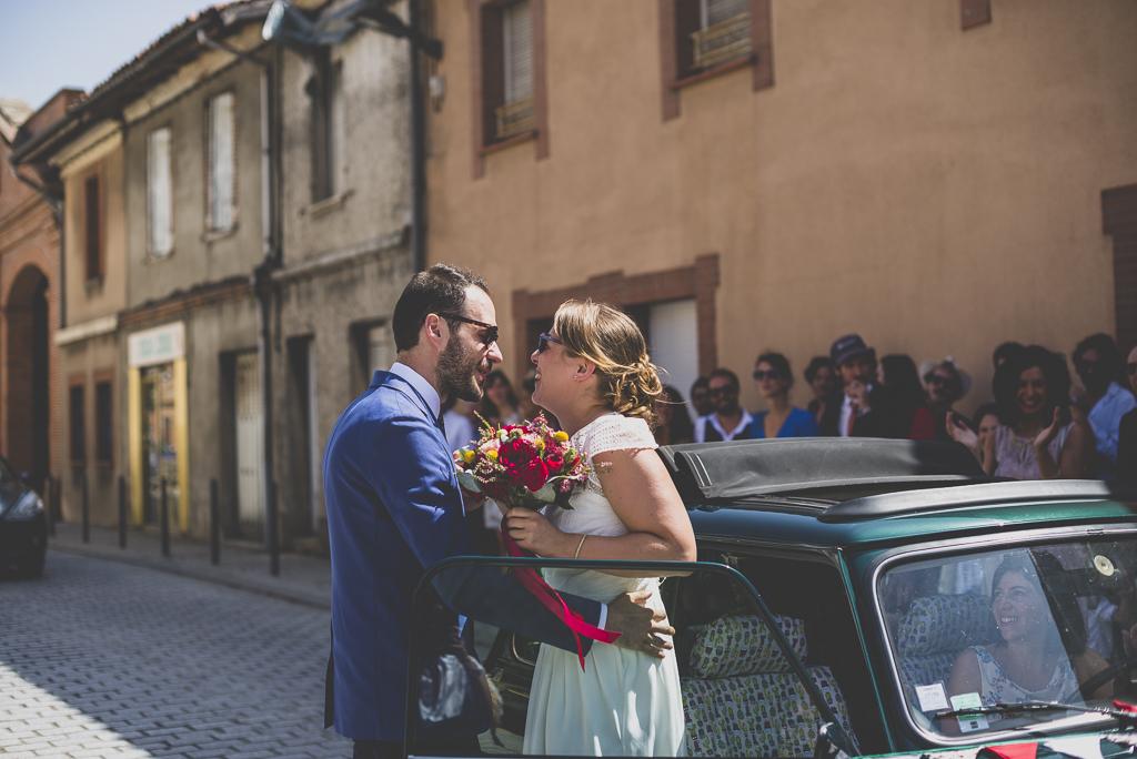 Reportage mariage Haute-Garonne - arrivée de la mariée en mini - Photographe mariage