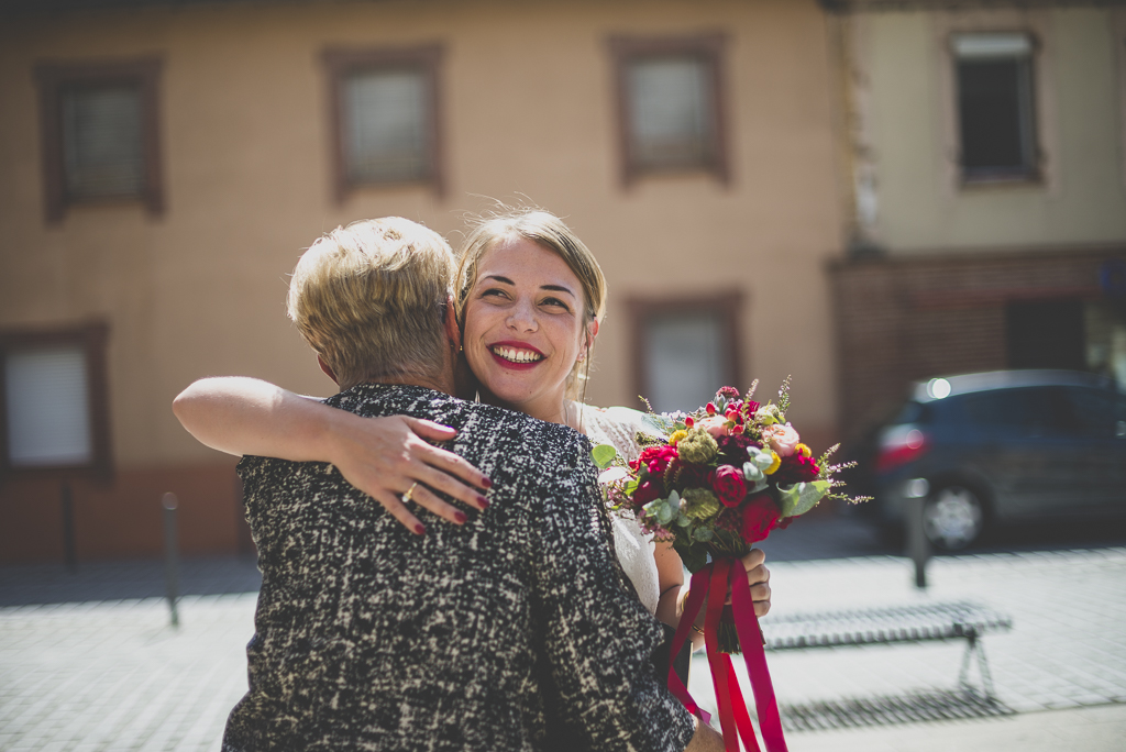 Reportage mariage Haute-Garonne - mariée retrouve sa maman - Photographe mariage