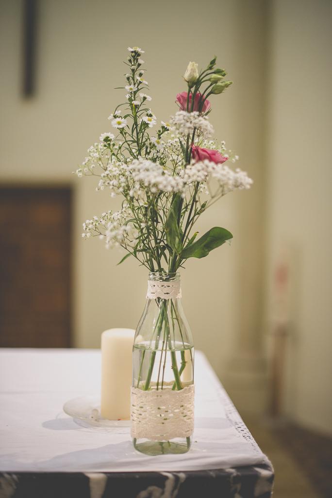 Wedding Photography Haute-Garonne - bouquet de fleurs dans église - Wedding Photographer Saint-Gaudens