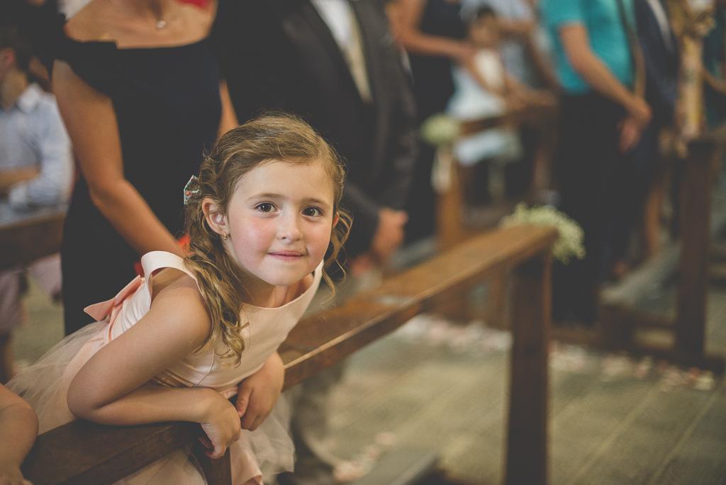 Wedding Photography Haute-Garonne - petite fille dans église - Wedding Photographer Saint-Gaudens