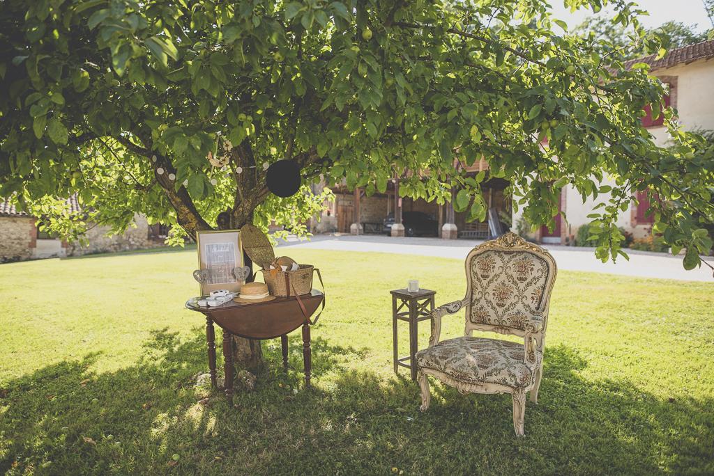 Wedding Photography Haute-Garonne - Photobooth sous un arbre - Wedding Photographer Saint-Gaudens