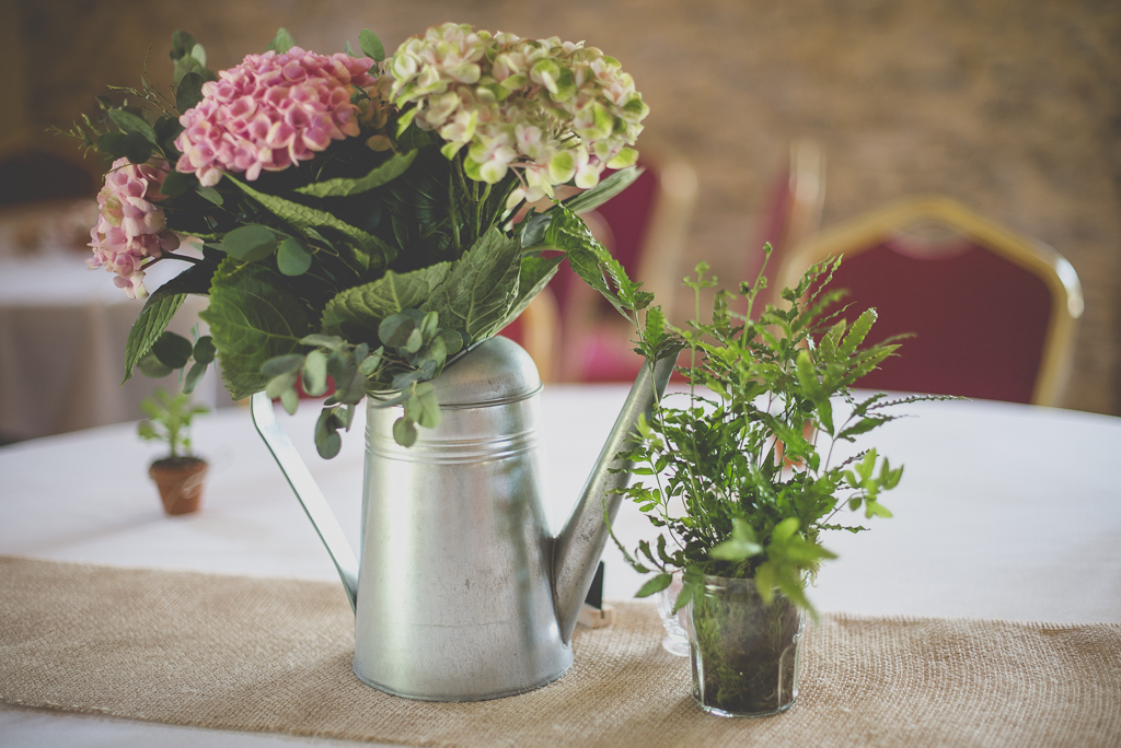 Wedding Photography Haute-Garonne - bouquet hortensias dans arrosoir - Wedding Photographer Saint-Gaudens