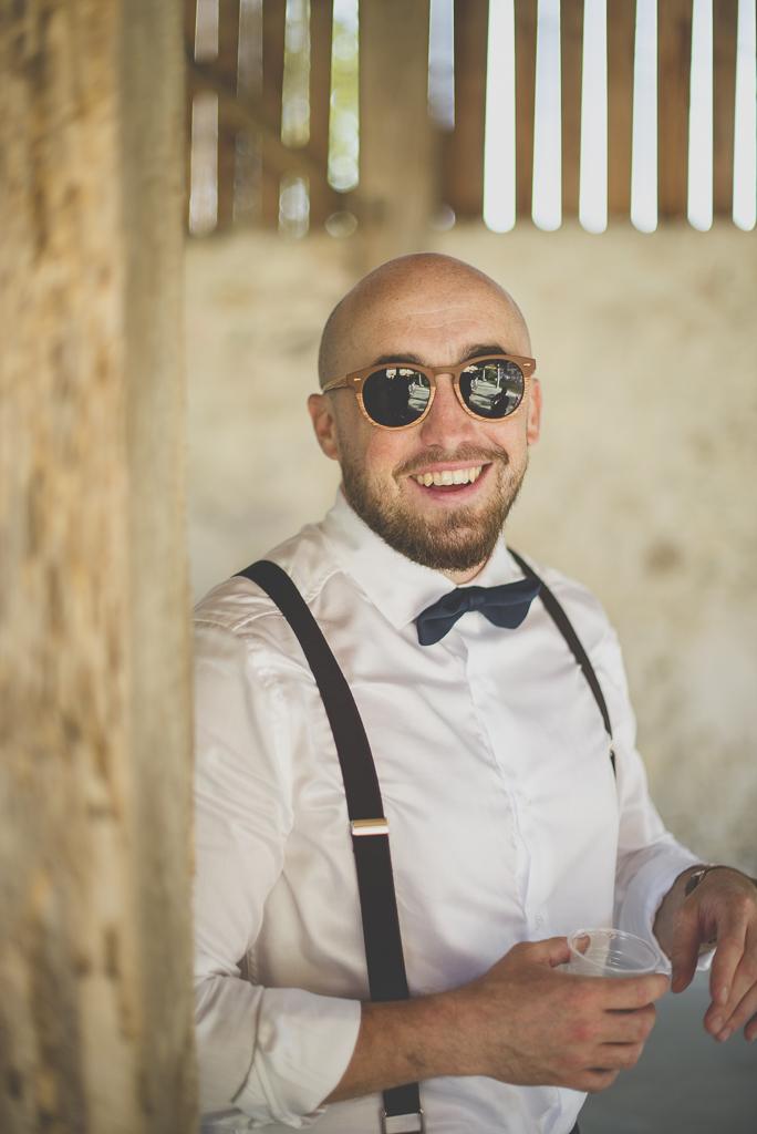 Wedding Photography Haute-Garonne - invité pendant vin d'honneur - Wedding Photographer Saint-Gaudens
