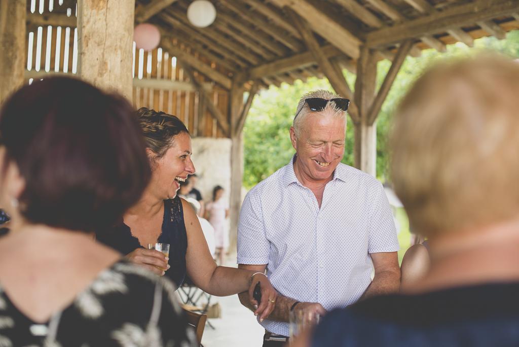Wedding Photography Haute-Garonne - invités pendant vin d'honneur - Wedding Photographer Saint-Gaudens