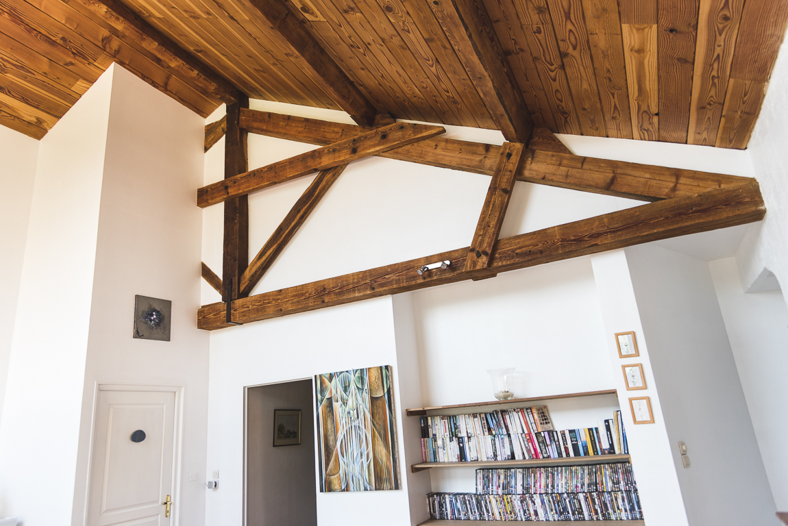 Séance photo chambres d'hôtes Ariège - biliothèque et plafond - Photographe B&B