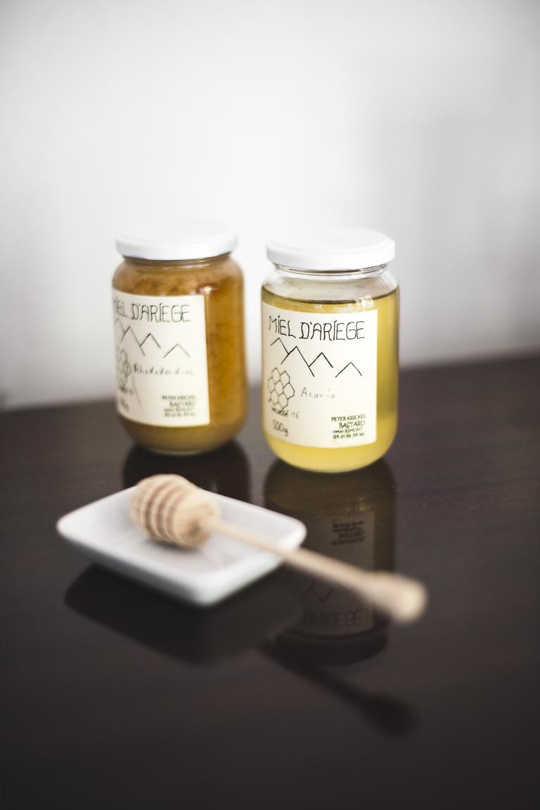 Séance photo chambres d'hôtes Ariège - pots de miel - Photographe B&B