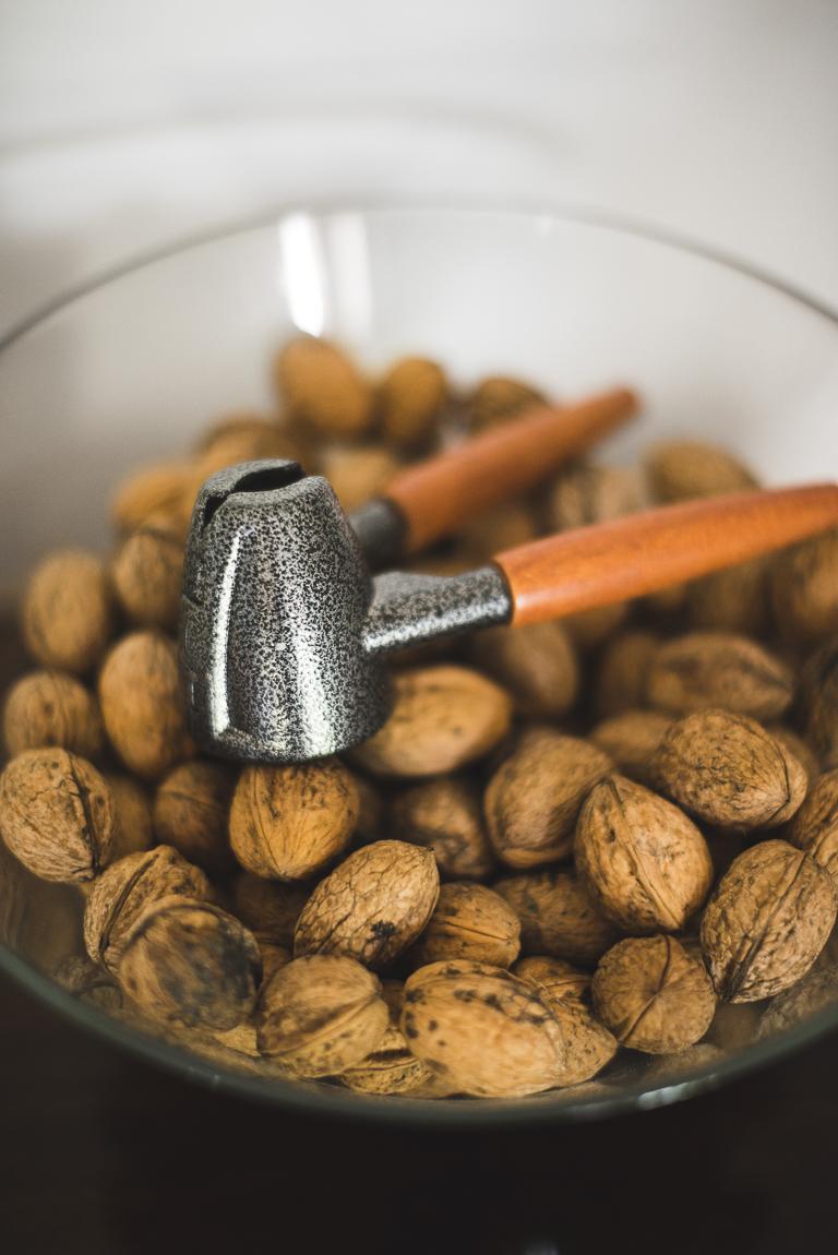 Séance photo chambres d'hôtes Ariège - noix et casse-noix - Photographe B&B