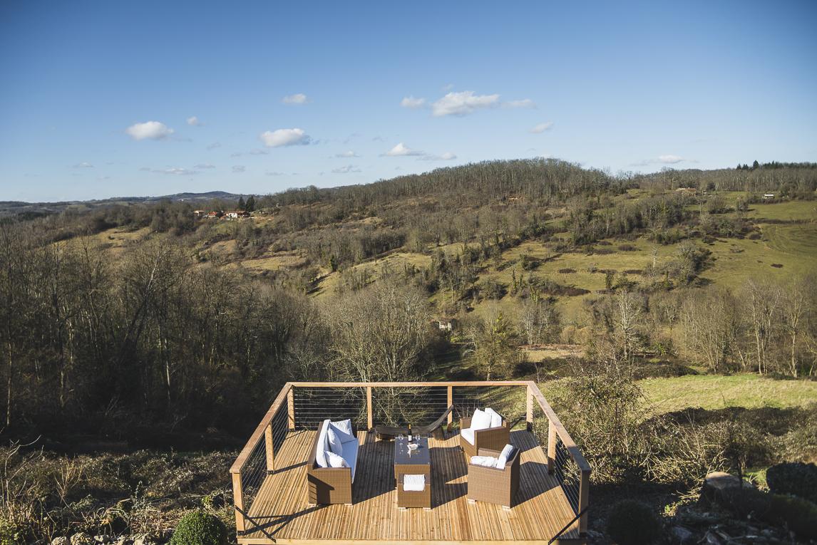 Séance photo chambres d'hôtes Ariège - terrasse extérieure avec vue - Photographe B&B