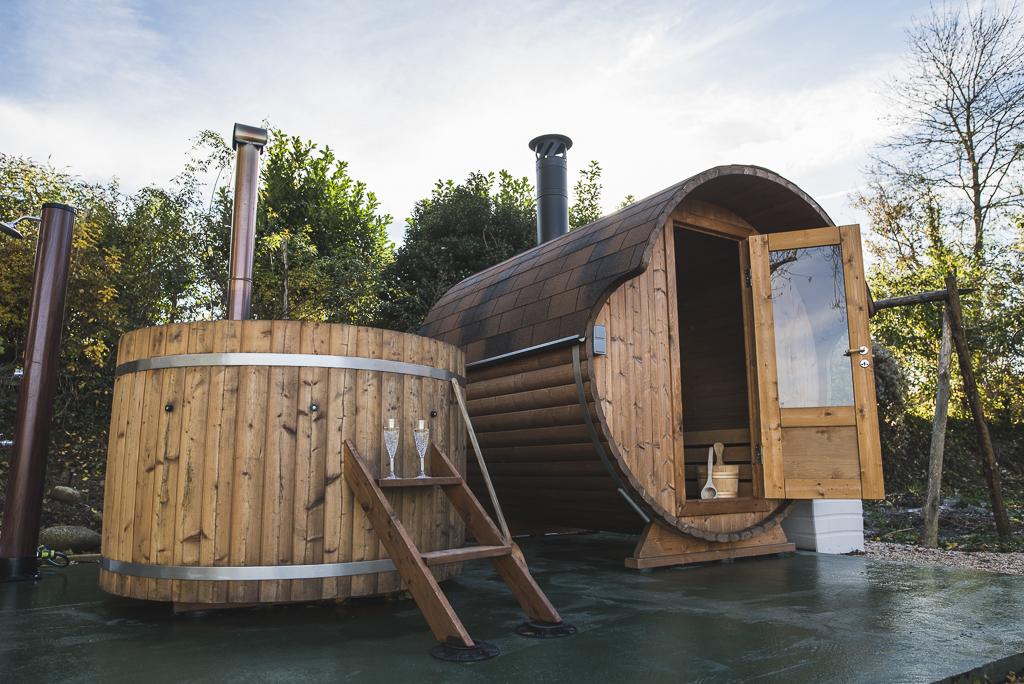 Séance photo chambres d'hôtes Ariège - sauna dans le jardin - Photographe B&B