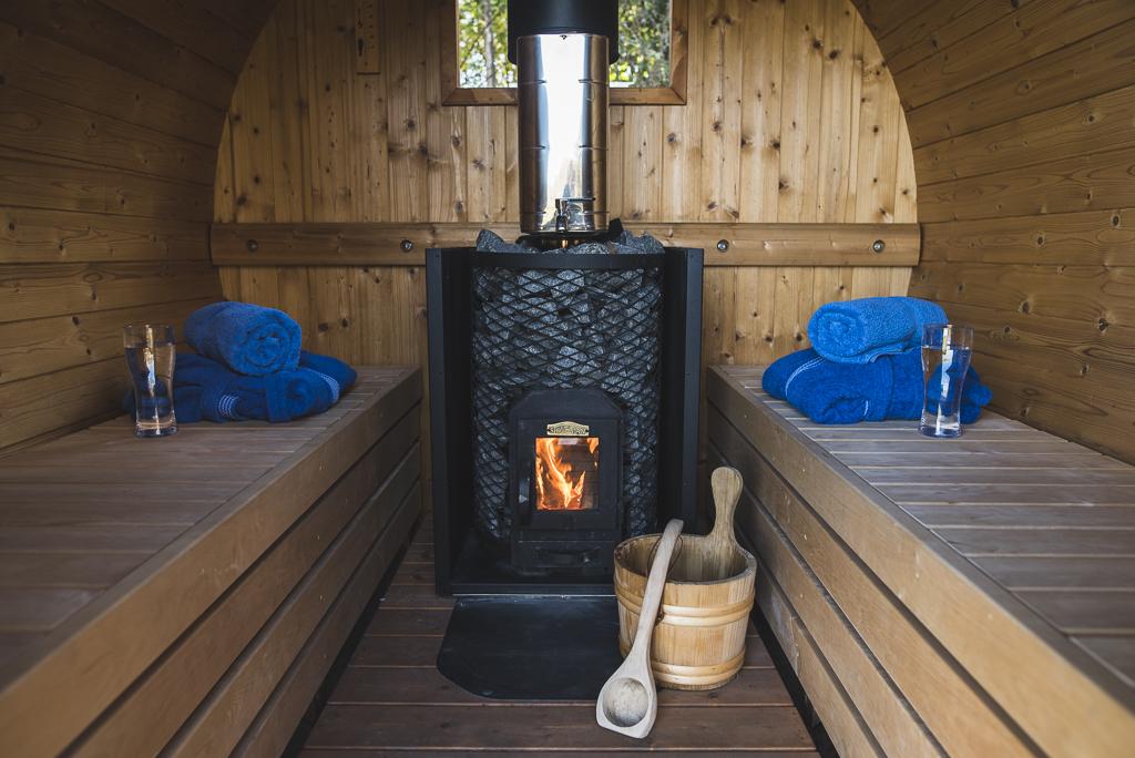 Séance photo chambres d'hôtes Ariège - sauna avec feu de bois - Photographe B&B