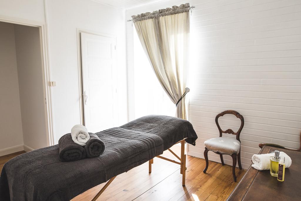 Séance photo chambres d'hôtes Ariège - pièce de massage - Photographe B&B