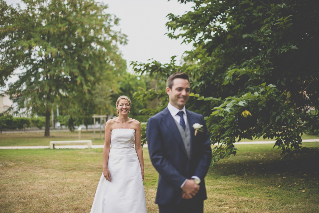 Reportage mariage Auch - Découverte des mariés - marié attend la mariée - Photographe mariage Gers