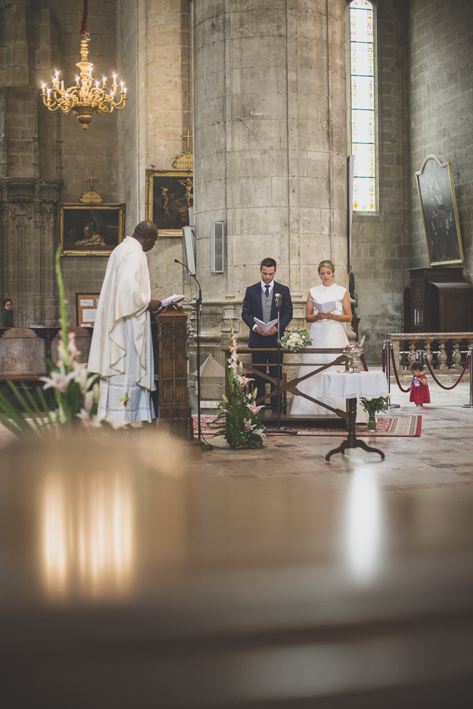 Reportage mariage Auch - Cérémonie religieuse - prière - Photographe mariage Gers
