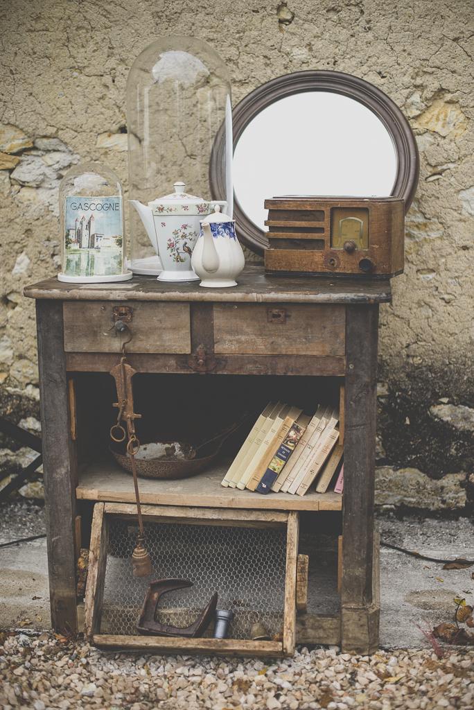 Reportage mariage Auch - décoration vintage - vieille radio vieux livres - Photographe mariage Gers