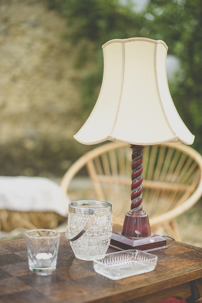 Reportage mariage Auch - décoration vintage - lampe - Photographe mariage Gers
