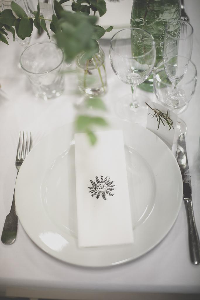 Reportage mariage Auch - décoration de table - serviette de table - Photographe mariage Gers