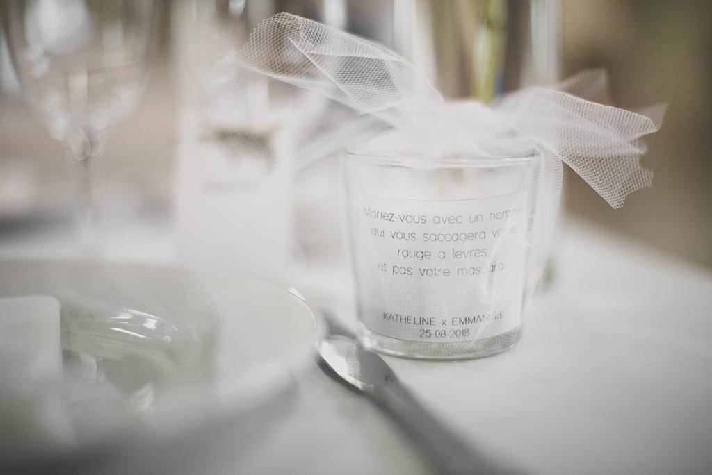 Reportage mariage Auch - cadeau invité bougie avec dicton - Photographe mariage Gers