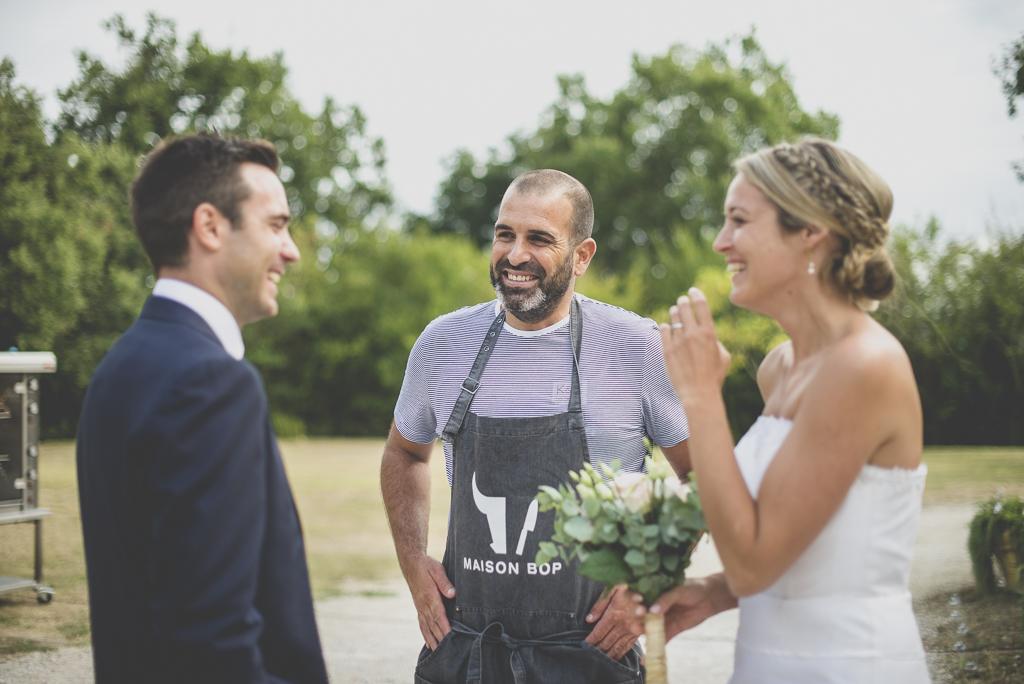 Reportage mariage Auch - mariés et maison bop - Photographe mariage Gers
